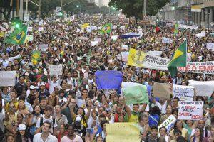 Brazil protests crowd _ Semilla Luz 510x340